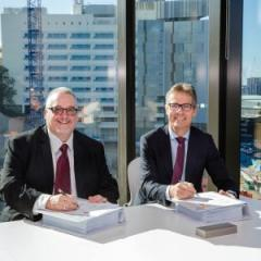 MNHHS Chief Executive Shaun Drummond and UQ Vice-Chancellor Professor Peter Høj sign the alliance agreement.